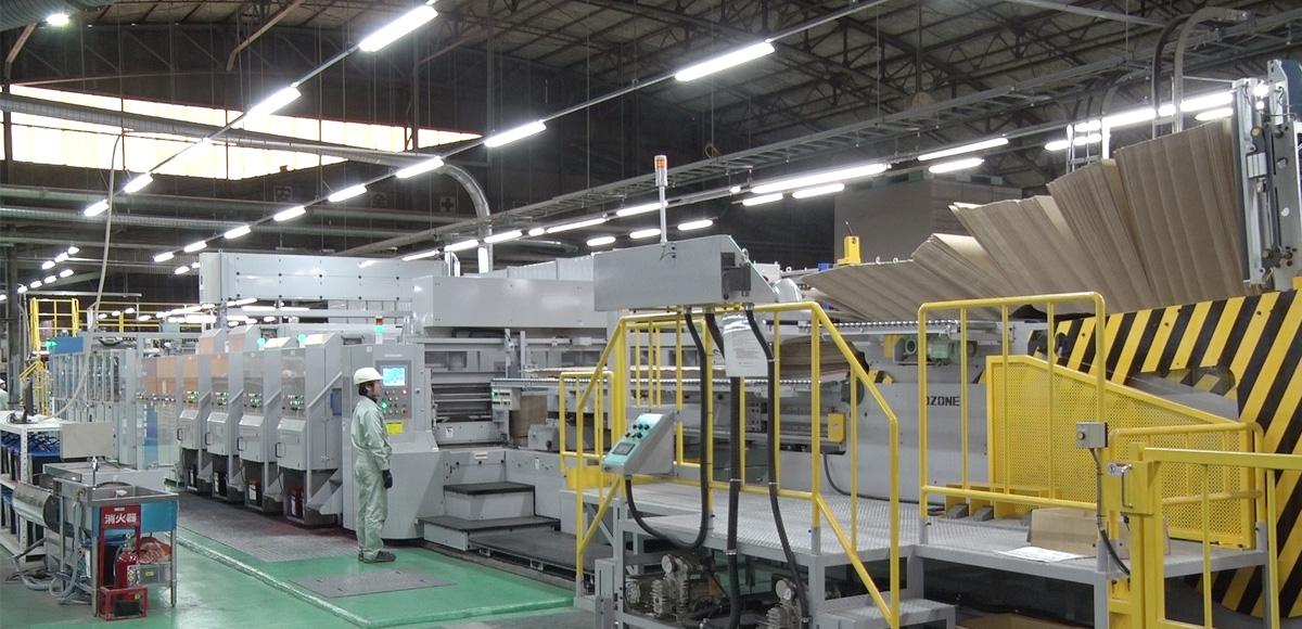 4FFGオートフィーダーアイビス生産効率向上を目的に導入された固定式の同機械は、セット時間短縮や省資源・環境適合に優れています